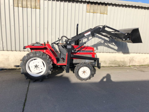 Compact tractor with 20HP and front loader