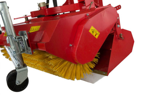 Tractor sweeper's brush and collector