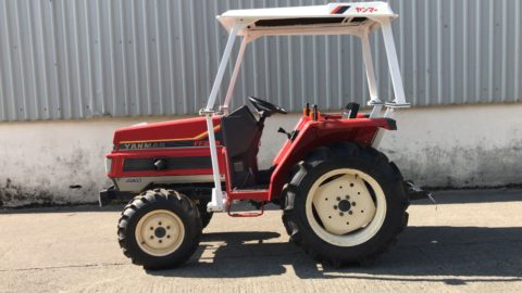 25HP Yanmar compact tractor with roof
