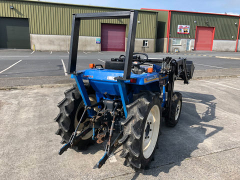 Compact tractor with laoder and rollbar