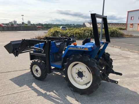 4WD compact tractor with loader